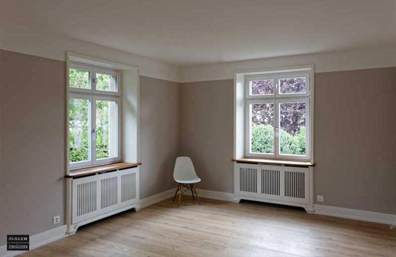 Foto eines Wohnraums mit beigen Wänden