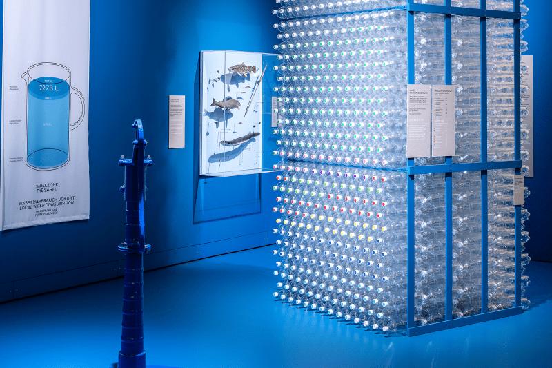 Erde am Limit, Ausstellungsraum mit Plastikflaschen