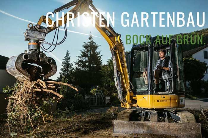 Bager der einen Garten umgräbt von Christen Gartenbau